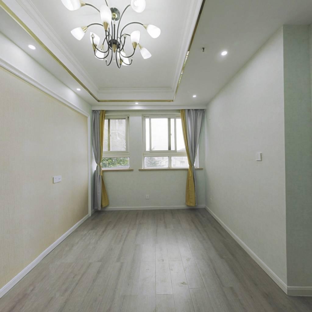 40年产权,全新装修,两室一厅,拎包入住。