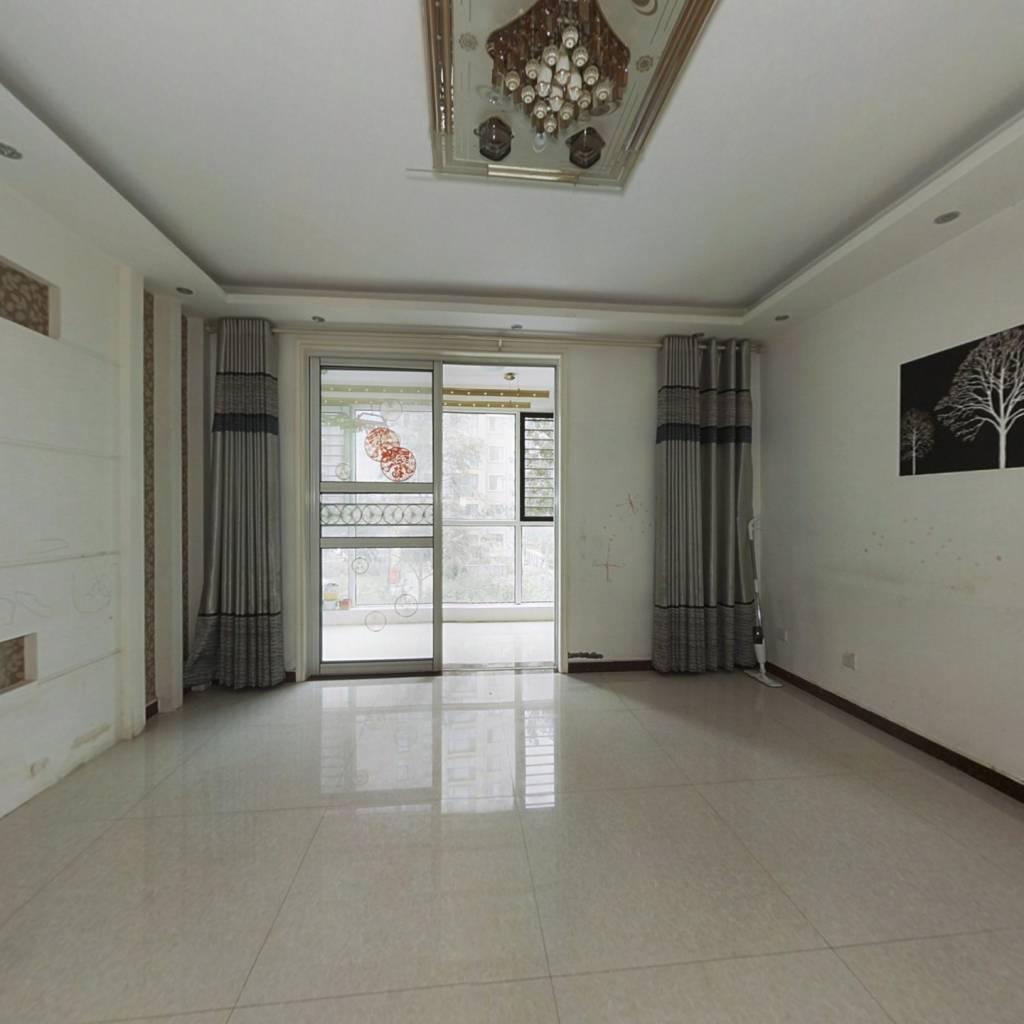 洋房二楼带储藏室,大三室拎包入住,产权清晰