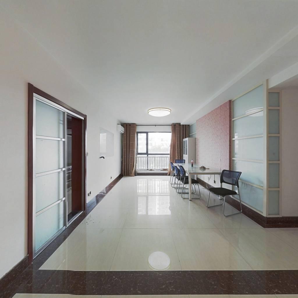 世纪华庭精装三居室出售 有车位 可随时看房