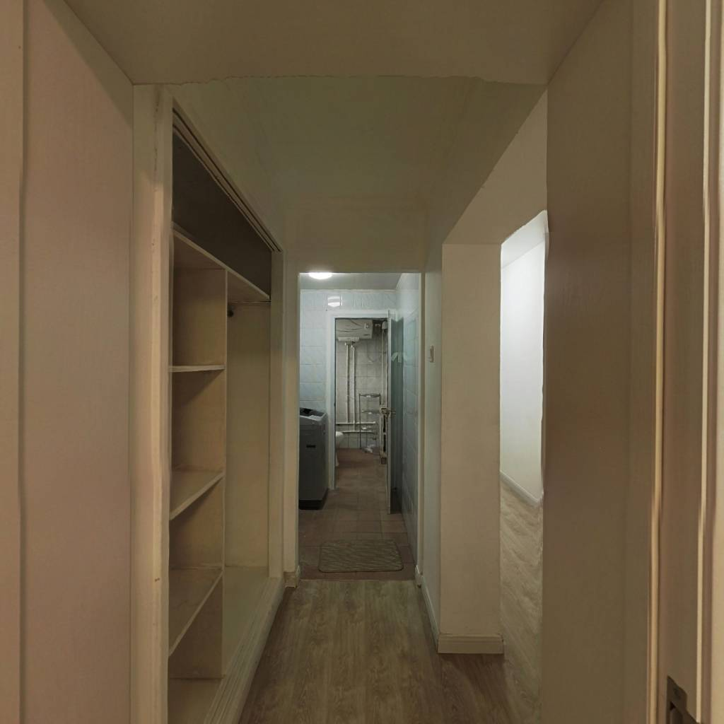 合租·南湖中园一区 3室1厅 南卧室图