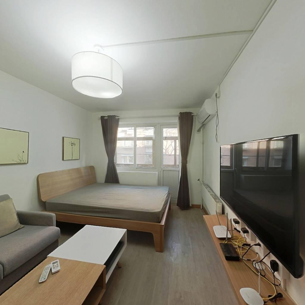 整租·电信小区 2室1厅 东卧室图