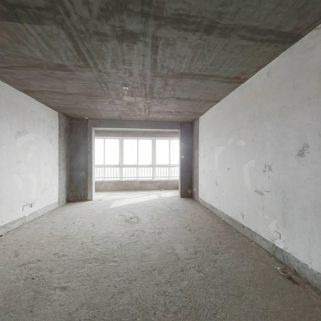 房子满五不唯一,户型周正,位置安静,业主诚意出售