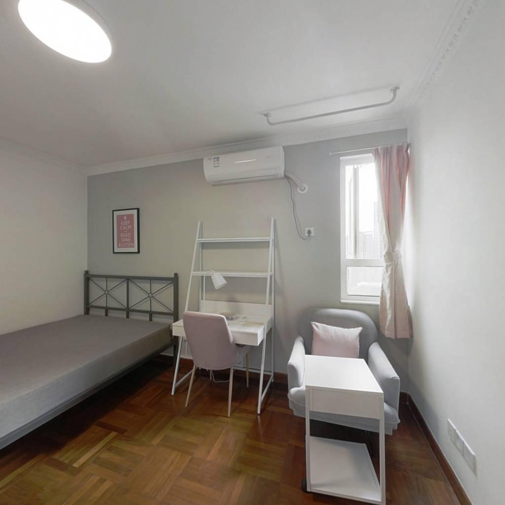 合租·金福大厦 4室1厅 南卧室图