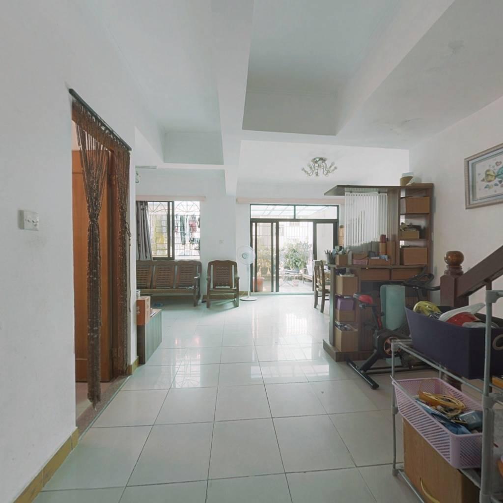 上下层,前无遮挡对流,住家装修,业主诚心放卖。
