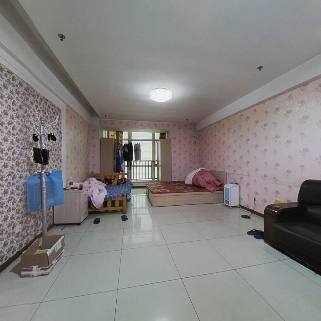 正规一室,阳面大客厅,看房方便,诚心出售