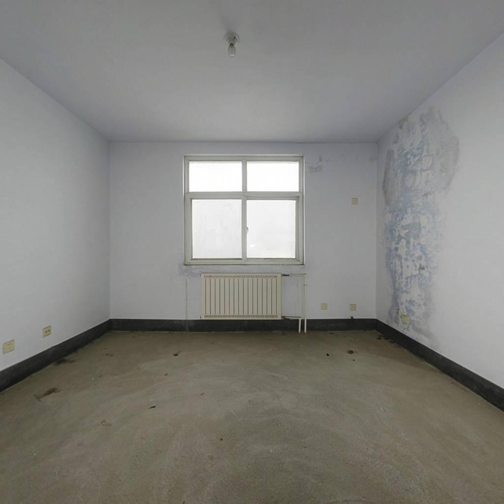 三室朝阳 户型方正 采光充分 房间室内格局好带储藏室
