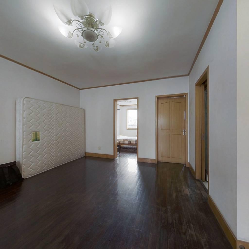 上下两层的复式楼,空间大,光线好的房子出售