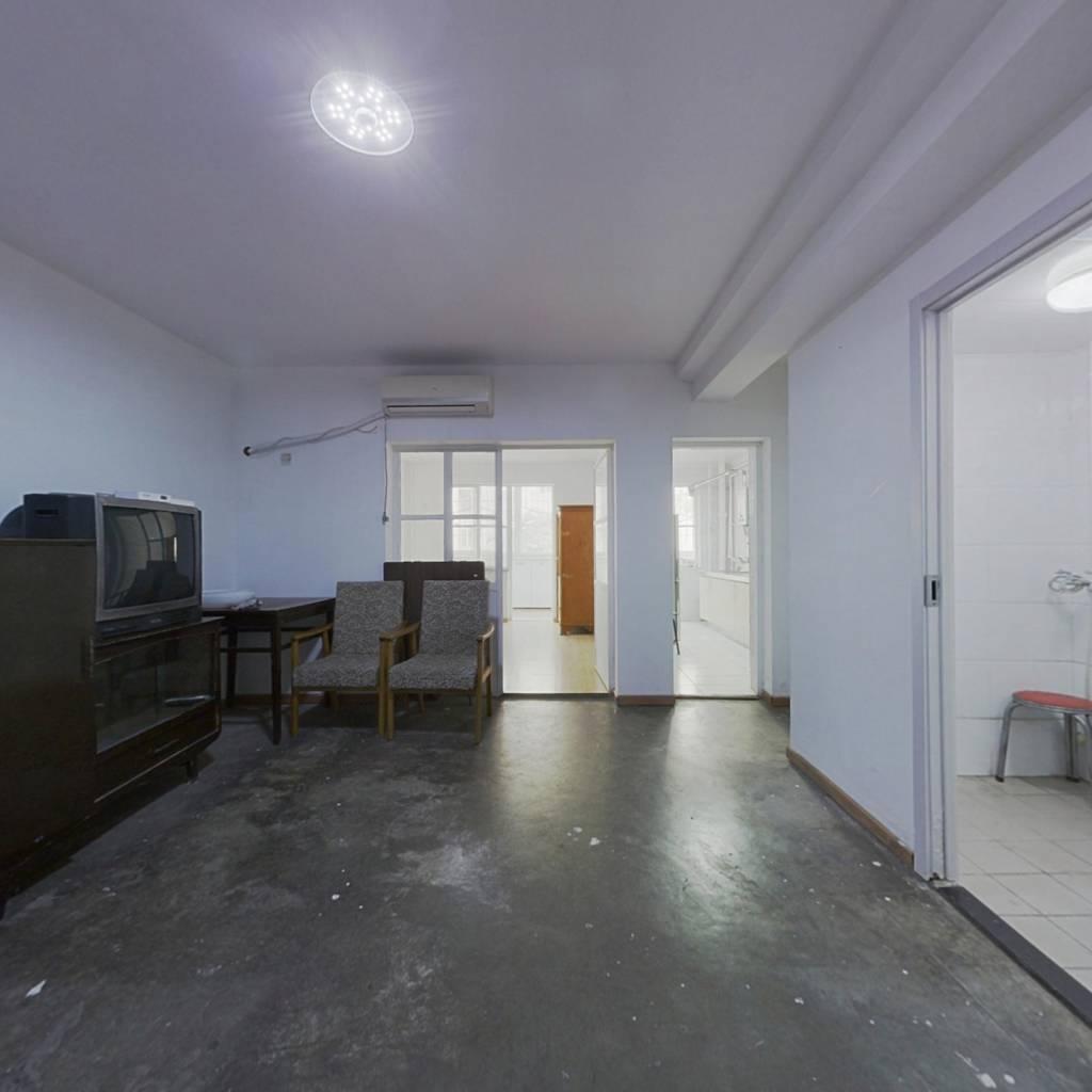 满五年唯一商品房 购房成本低 朝南板楼2层 诚心出售。