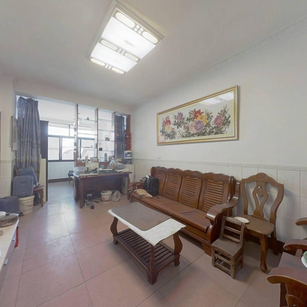 此房是3房的业主自己精心装修。。。