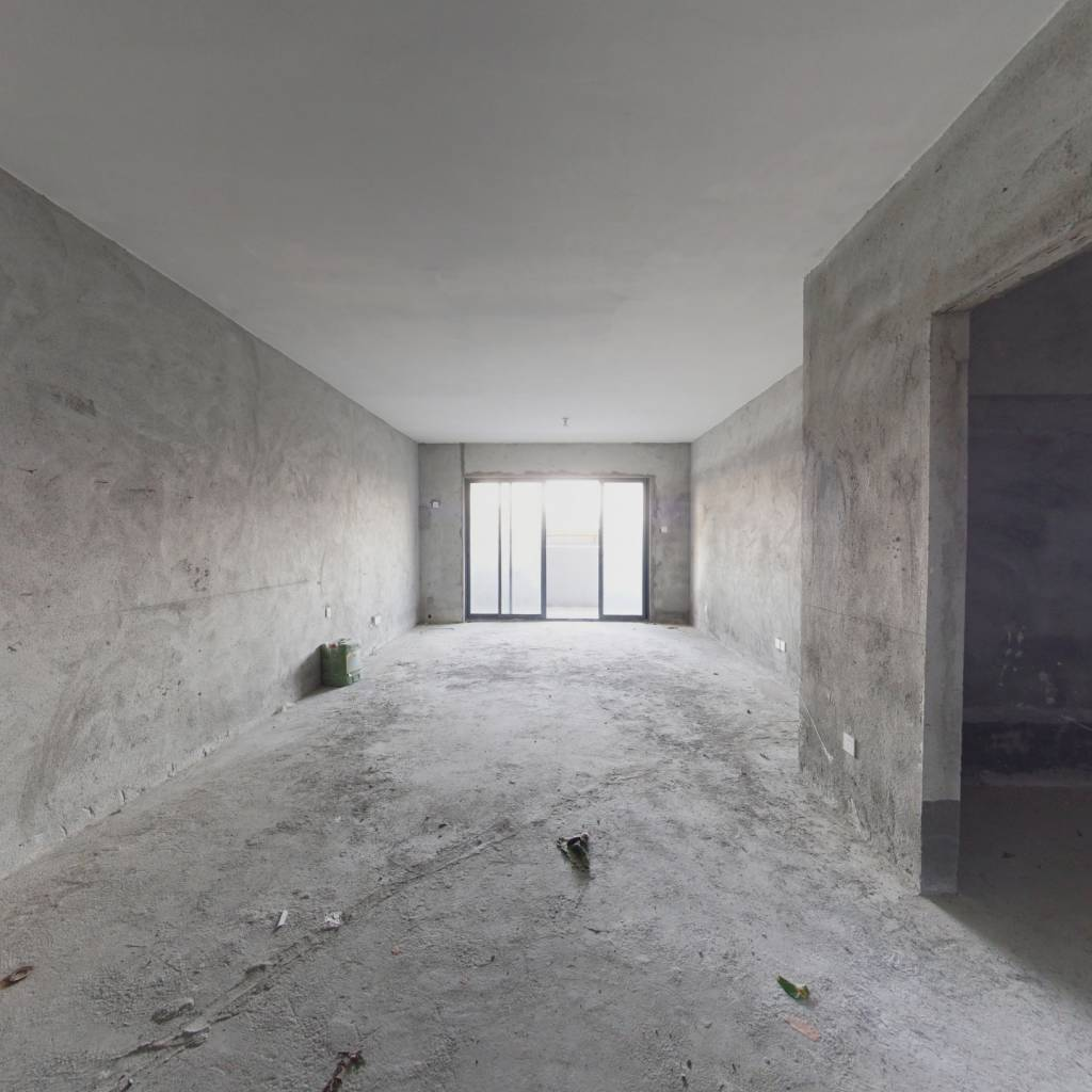 毛坯5房,可以自由装修,打造专属的房屋