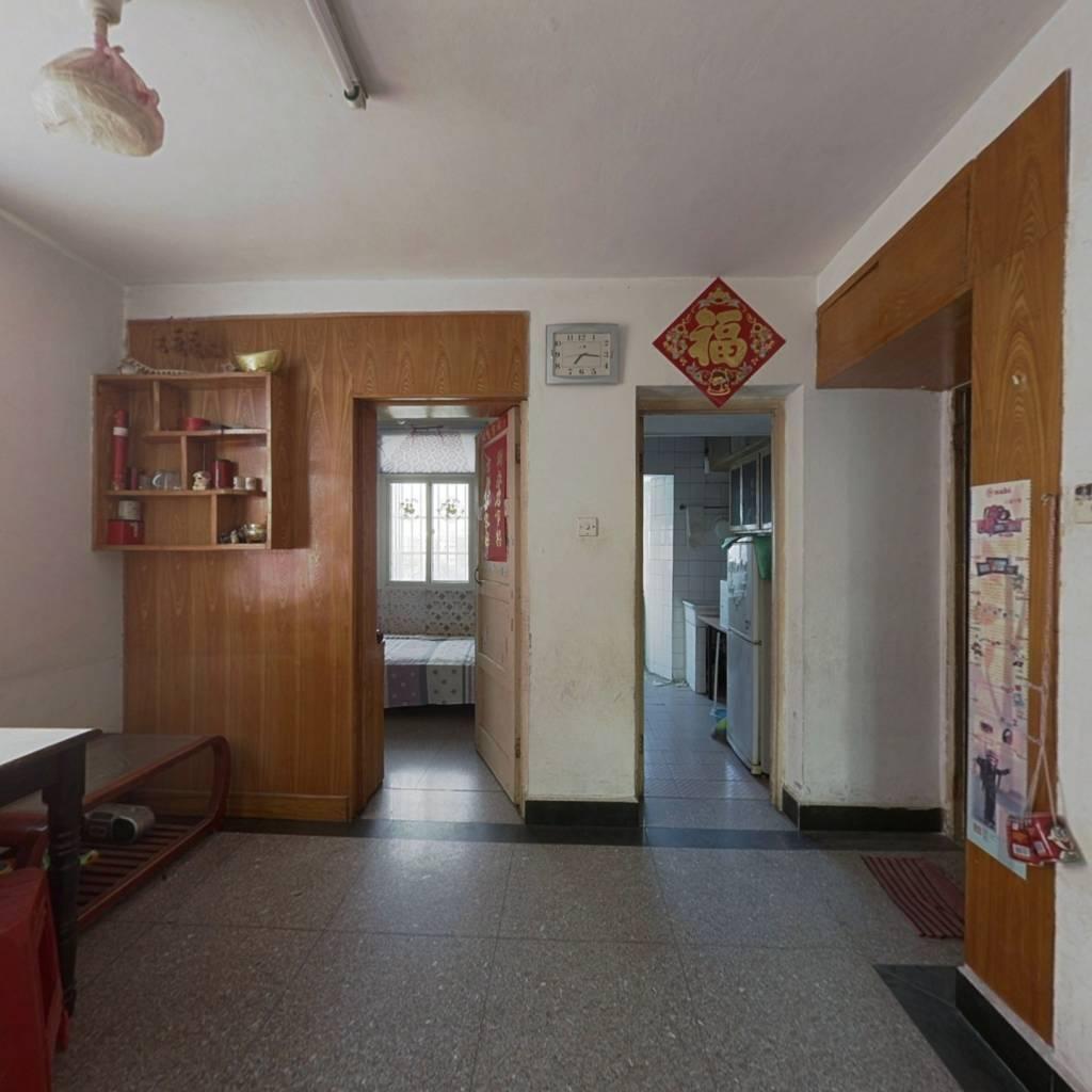 当涂路 二环边 小三室边户 看房方便 诚心出售