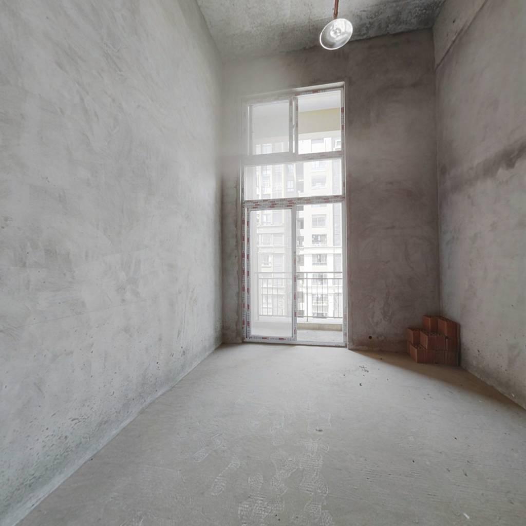 次新小区公寓 临万达  空间利用合理 交通方便