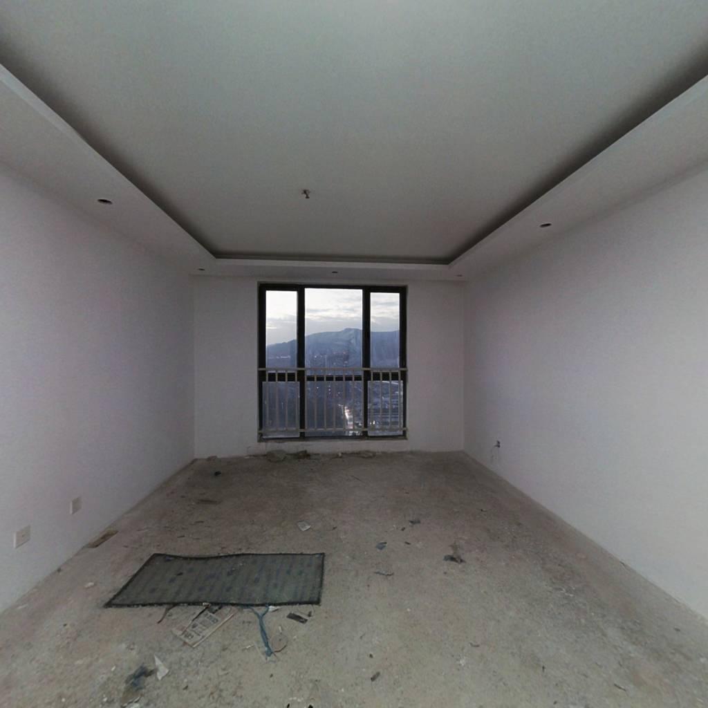 现房精装修端头两房,房东底价出售