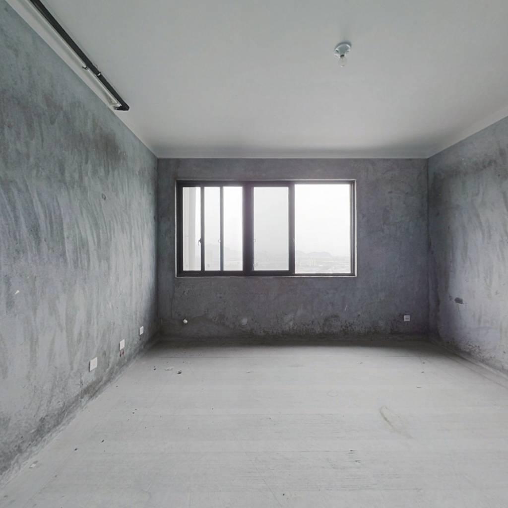 三室两厅两卫,双朝南,户型方正,采光充足,高楼层