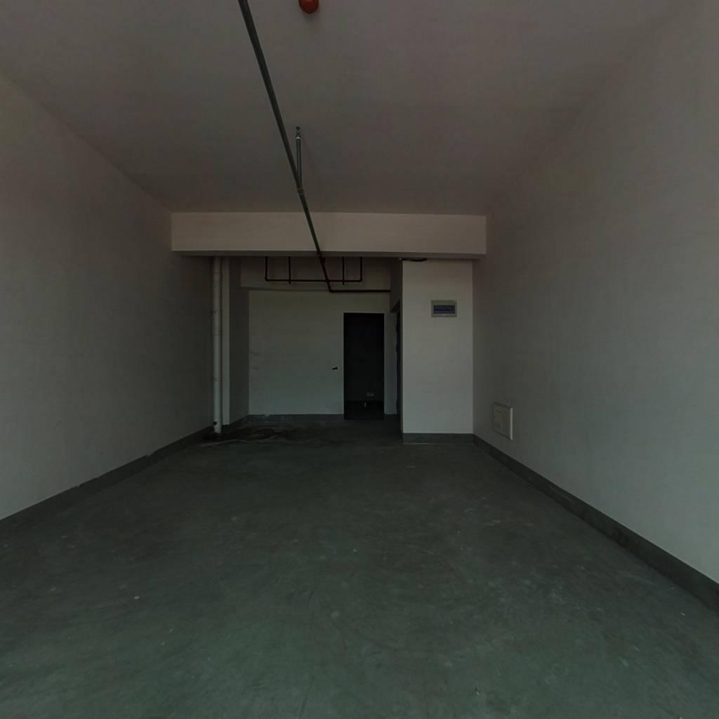 价格低房东亏本出售楼层好毛坯。。。。。