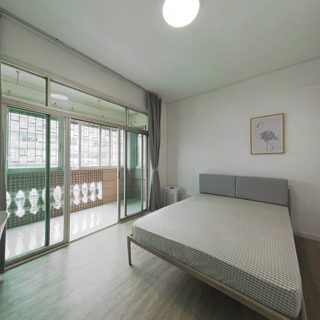 合租·海滨城广场 4室1厅 东北卧室图