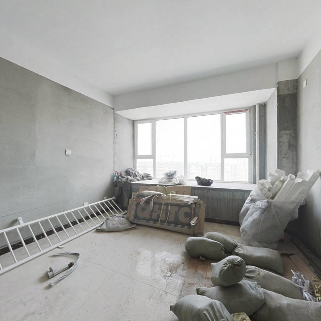 此房有单独卧室简单装修南向房源采光充足无遮挡