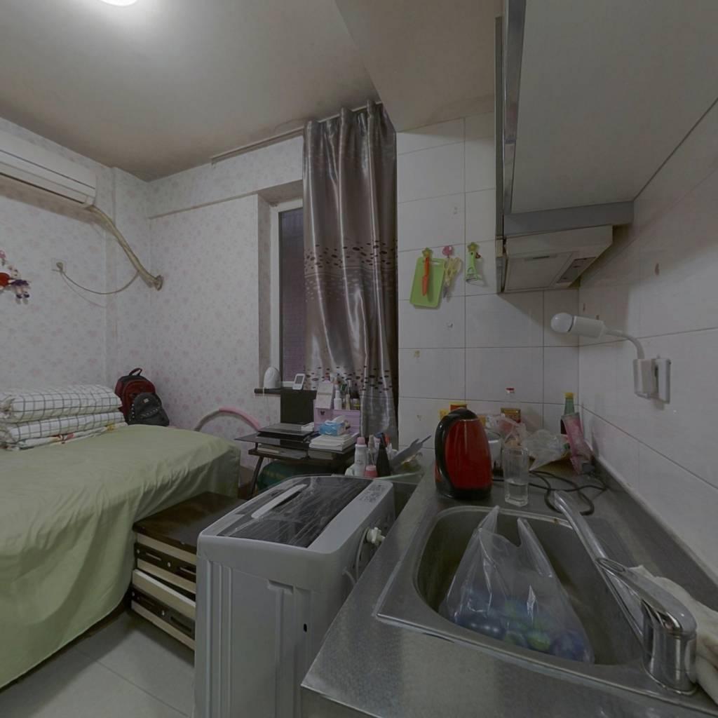 房子楼层好,小户型,总价低,业主诚心出售。