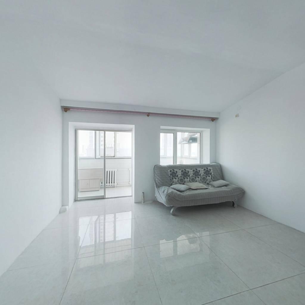 此房新装修未住, 外墙体贴瓷砖  位置佳