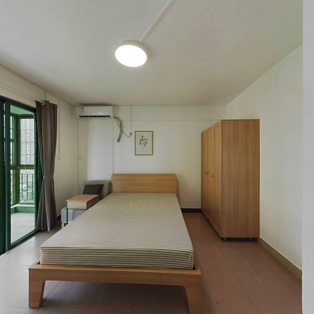 合租·华港花园 4室1厅 南卧室图
