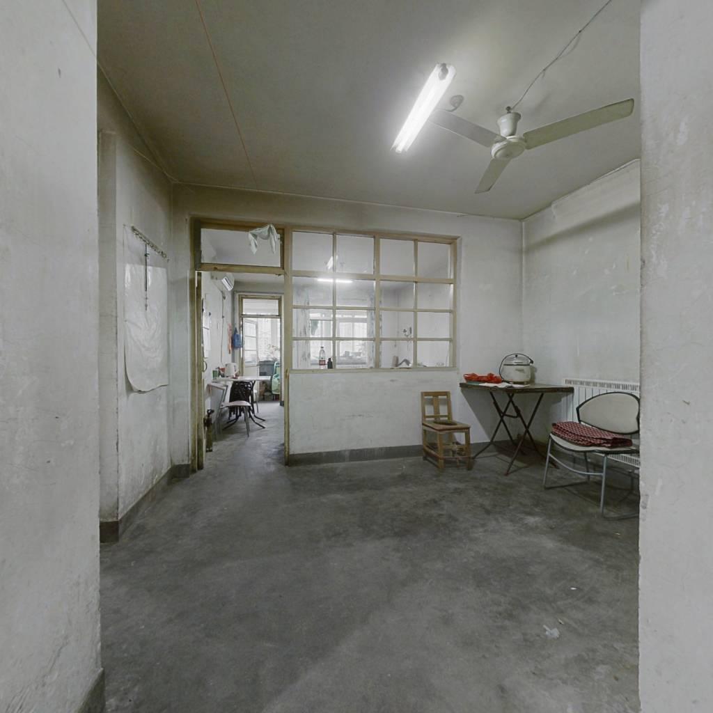 郎茂山五区,1996年建成,两室一厅,中间楼层,双气