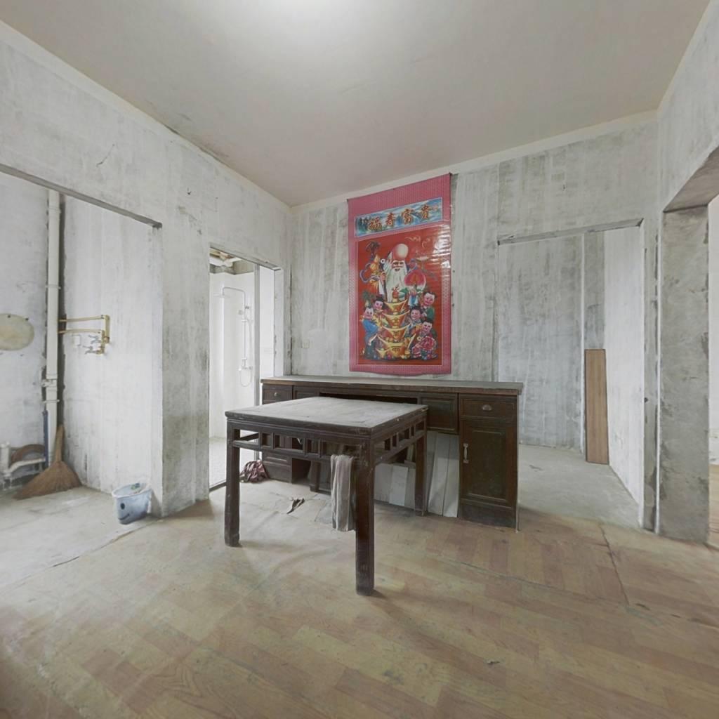 小洋房,好楼层,户型好,房东诚心出售。