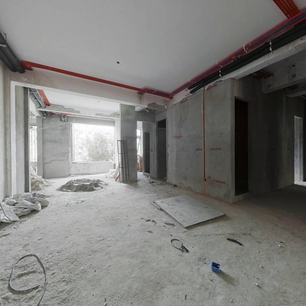 国悦府 东边间   大客厅 两个车位+空调