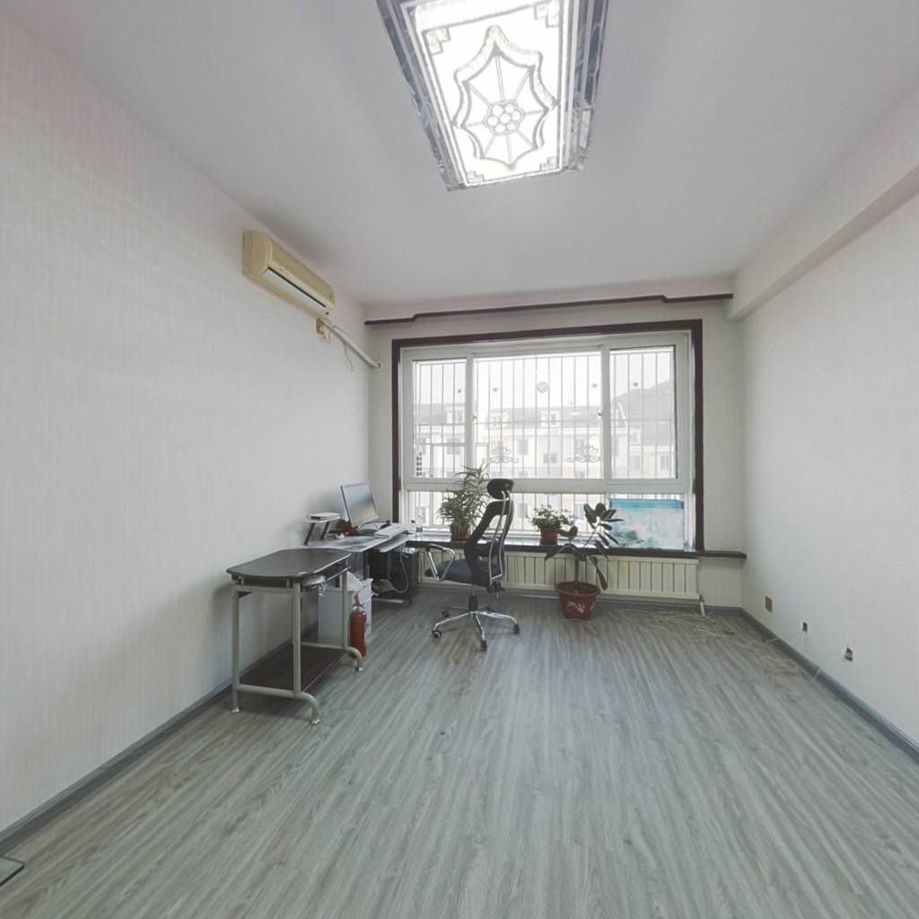 宝龙明珠二期,带阁楼,房主新装修未住,宽敞四室
