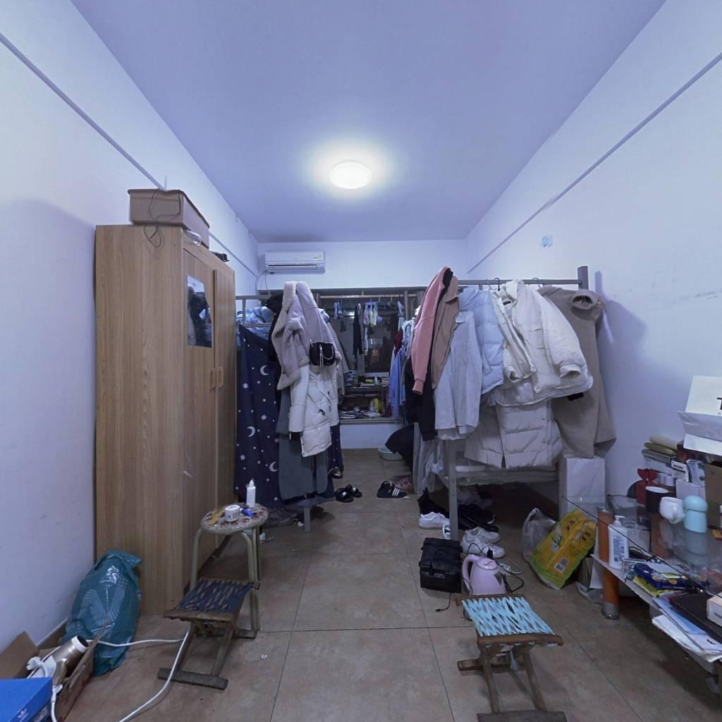 祥泰汇东国际公寓诚心出售,带大飘窗