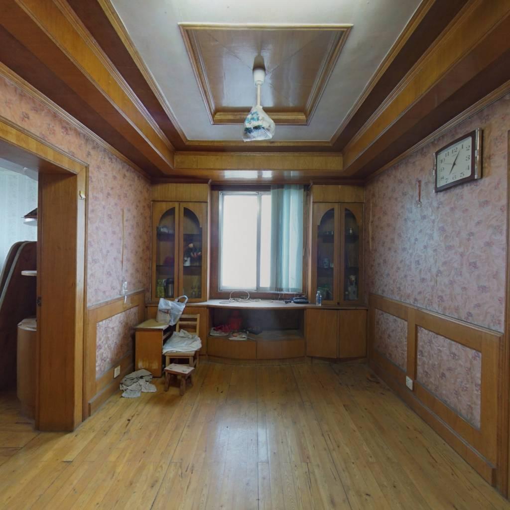三居室,每个房间和客厅都有窗 看房提前约!