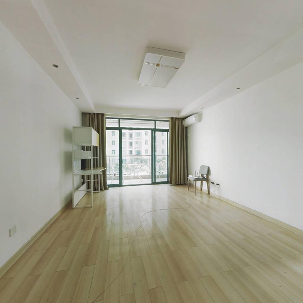 位置安静 好户型   中间楼层 免个税  看中价格好谈