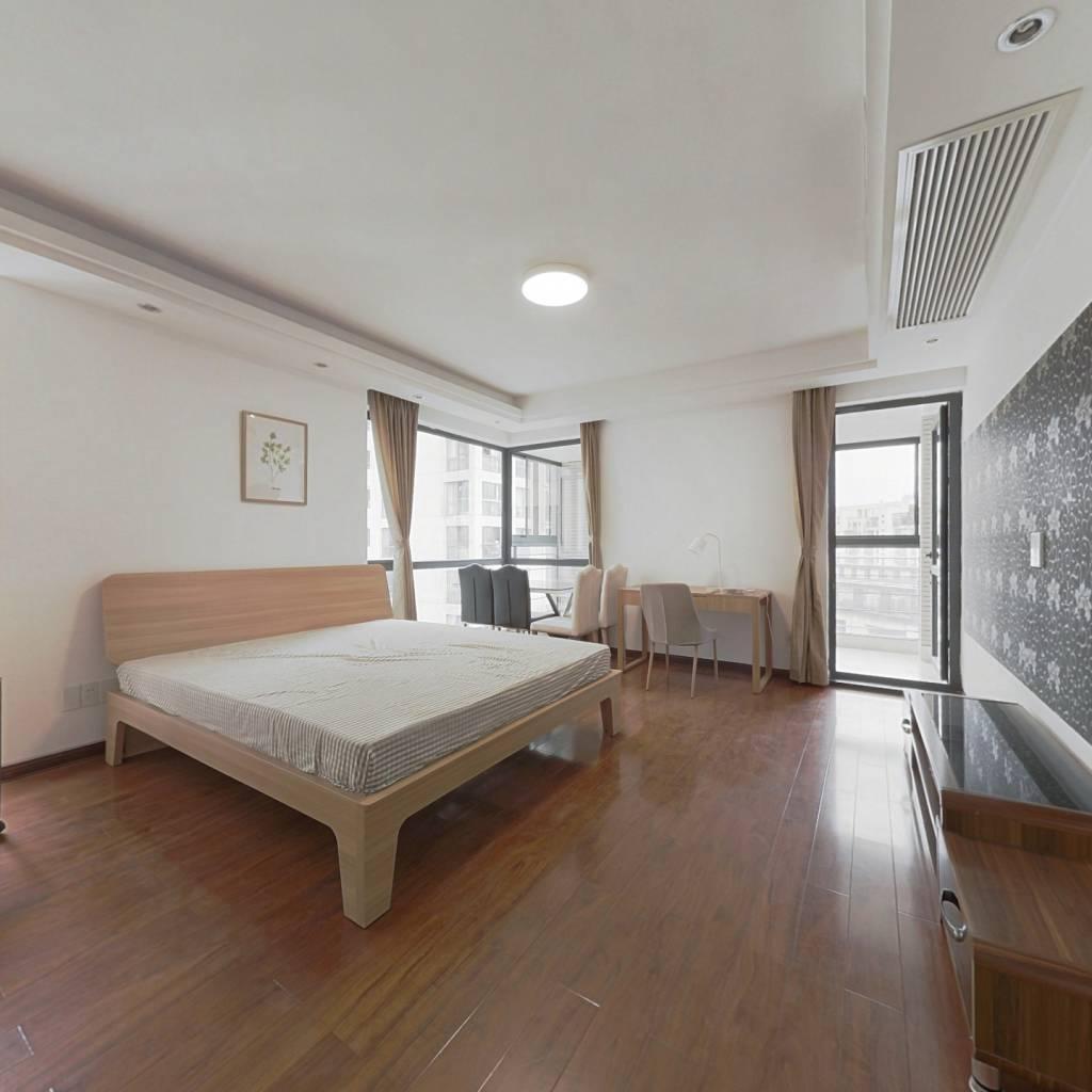 合租·彩虹城 4室1厅 南卧室图