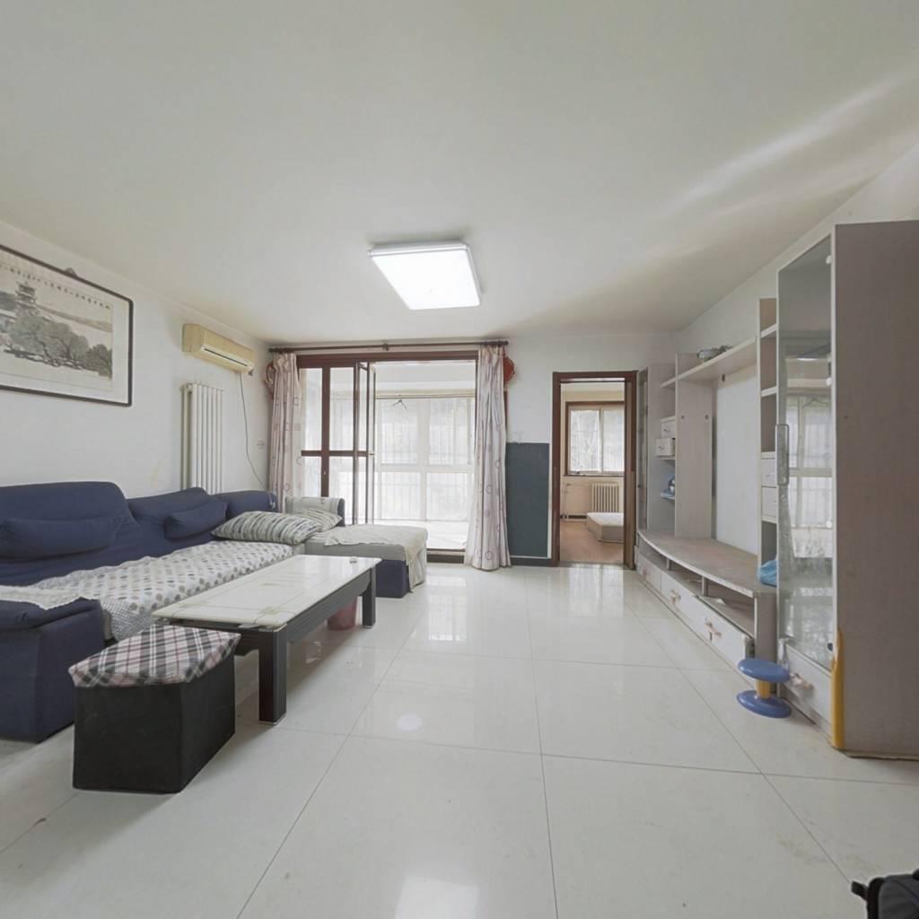 南北通透两居室,位于一层,南向无遮挡,看房随时