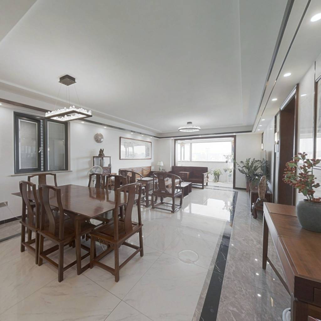 此房看筼筜湖,看体育zx,精装修,客厅带阳台