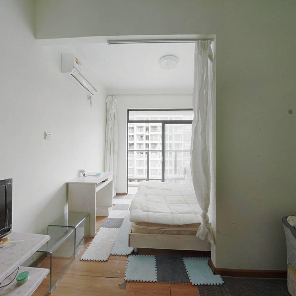 金湾吉林大学旁精装一房一厅,月租抵月供,拎包入住