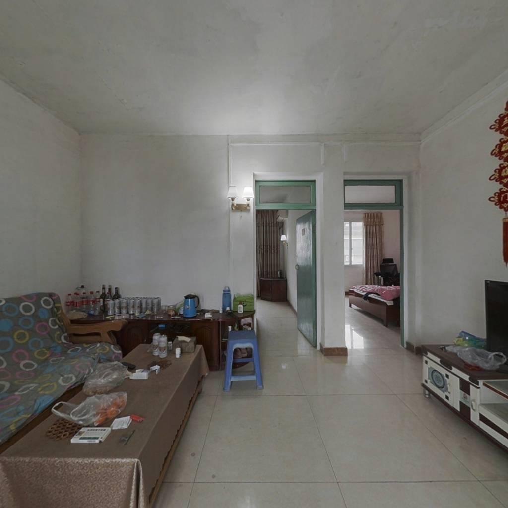 房子采光充足,小孩儿上学方便,交通便利。