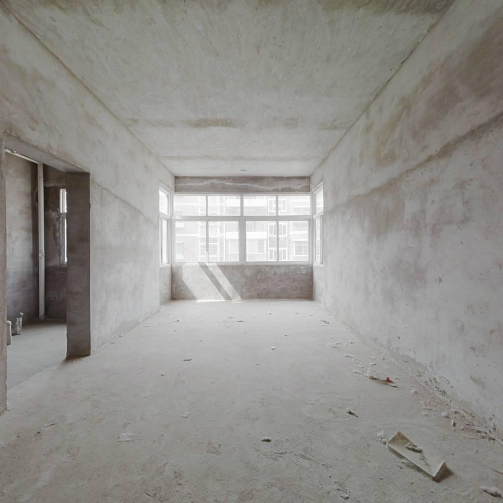 户型紧凑, 看房方便,楼层好视野开阔,