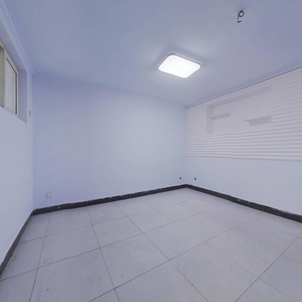 此房采光充足,楼层好,配套设施齐全