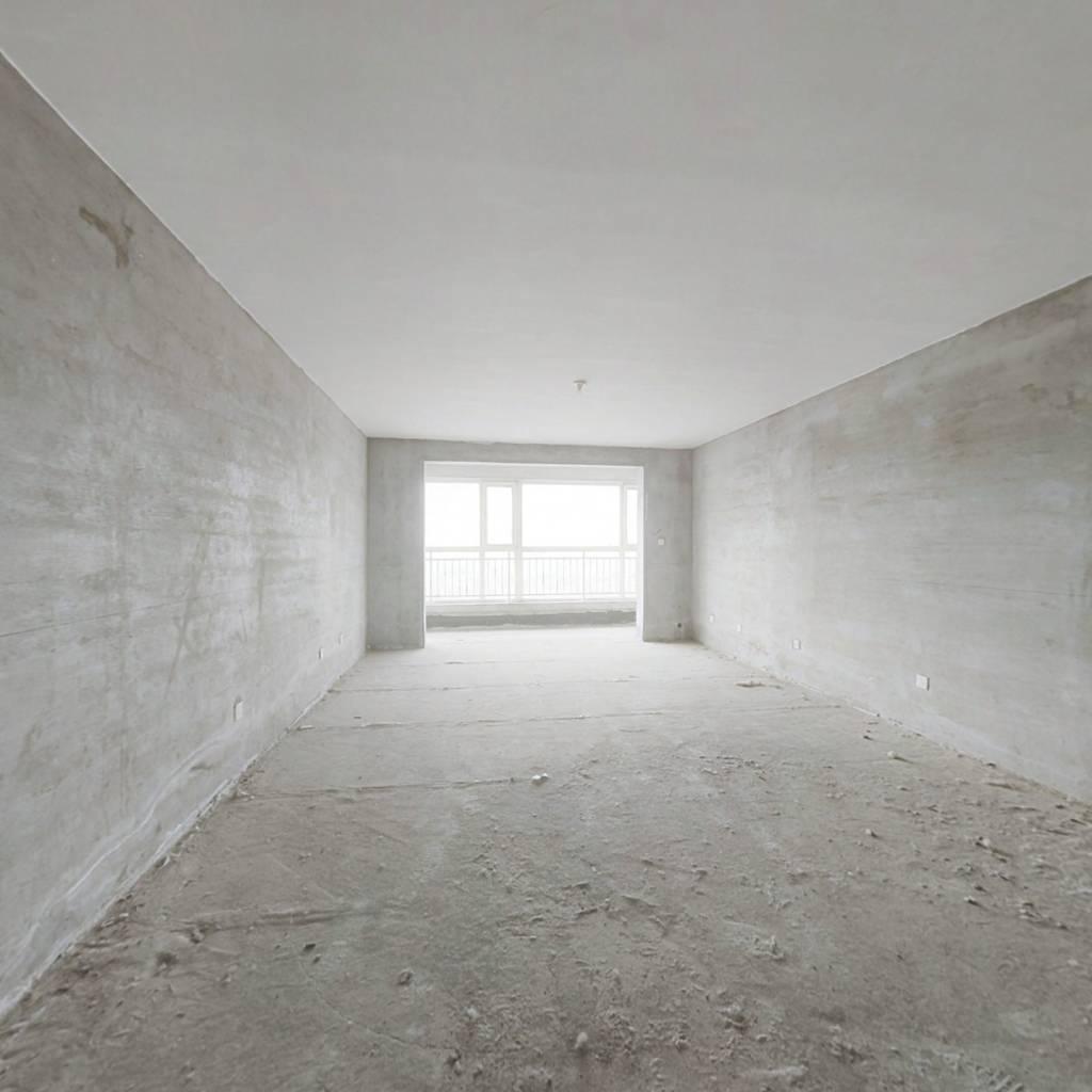 此房本够无大税.房子户型好 跨卧 大三室 楼层好视野