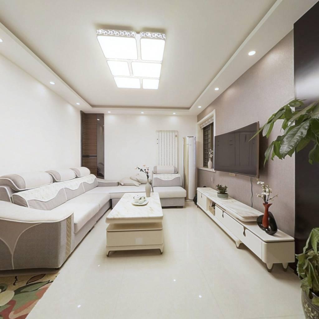 此房精装修,房屋保持的比较好,业主很少住