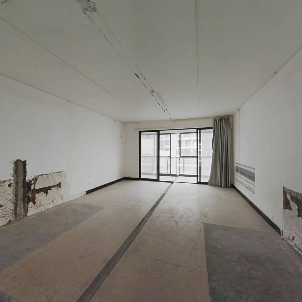 罕见户型,南北通透双阳台,两梯两户,看房方便!