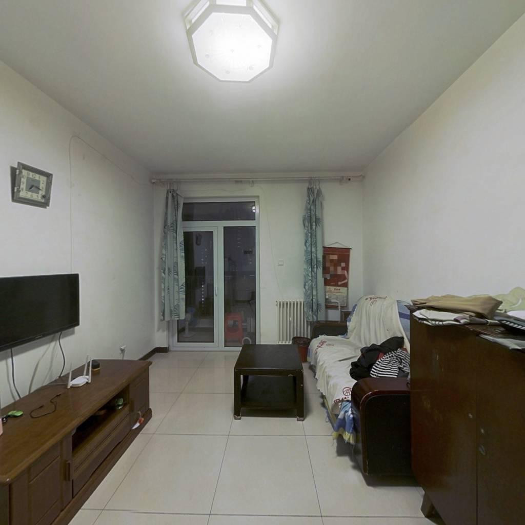 军秀园 1室1厅 南