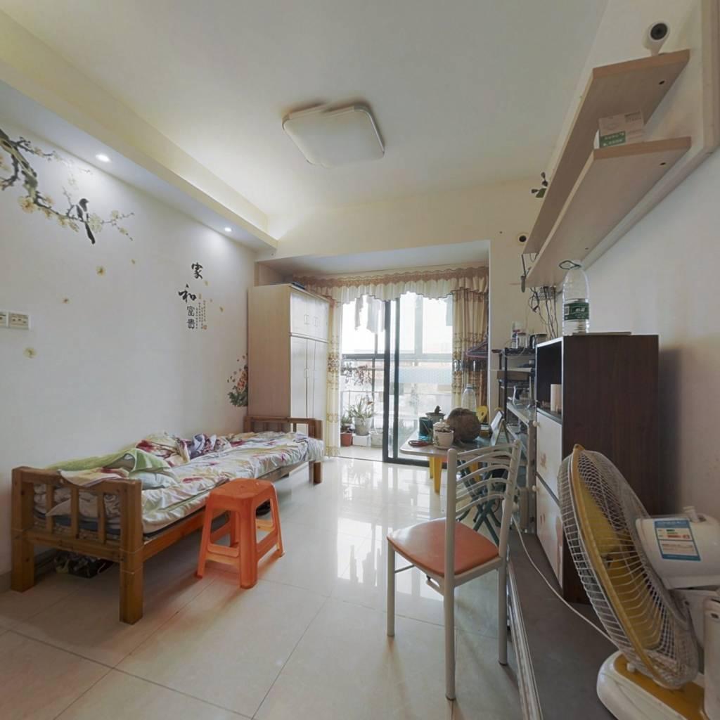 精装修两房,即买即住价格优惠。