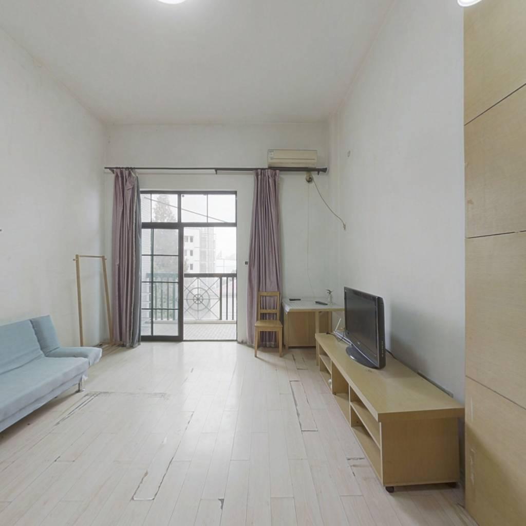 长江路,地铁口,宝龙公寓,商圈繁华,拎包入住