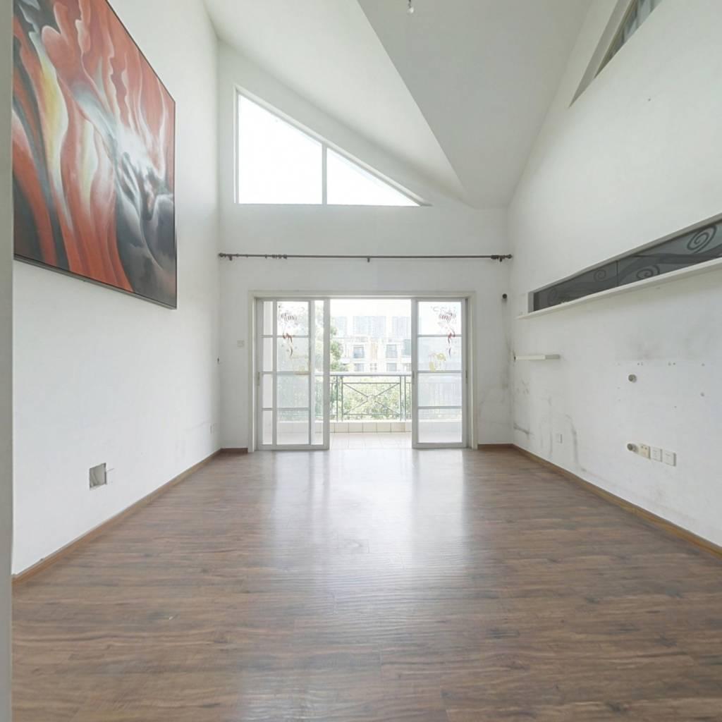 花城 双层使用面积 6米挑高客厅 房间多