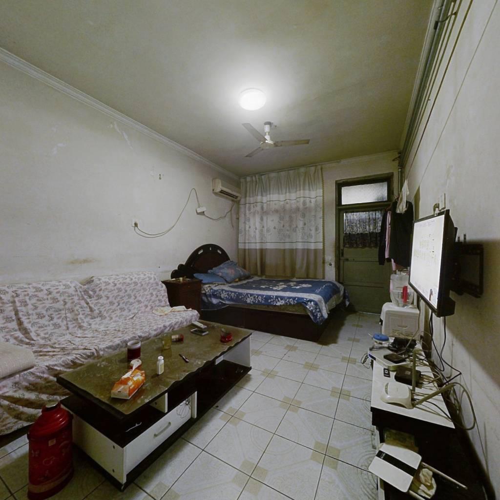 山大南路 两室,一楼带院 绿景尚品旁 双气