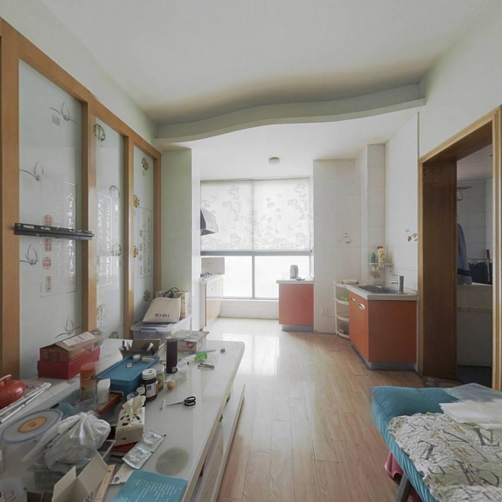 急售一居室,楼下就是地铁口,精装修,拎包入住