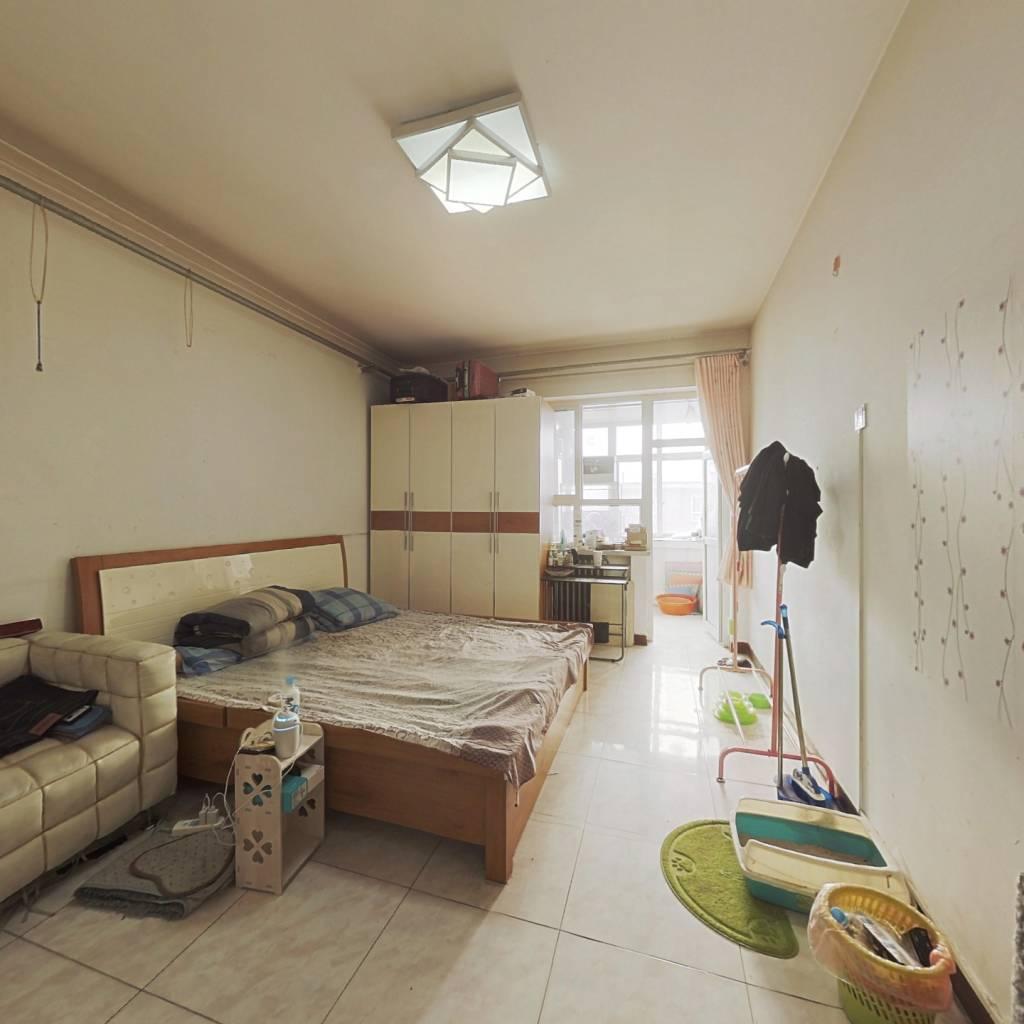 房子虽小但是 精装 总价不高 刚需刚出校门的