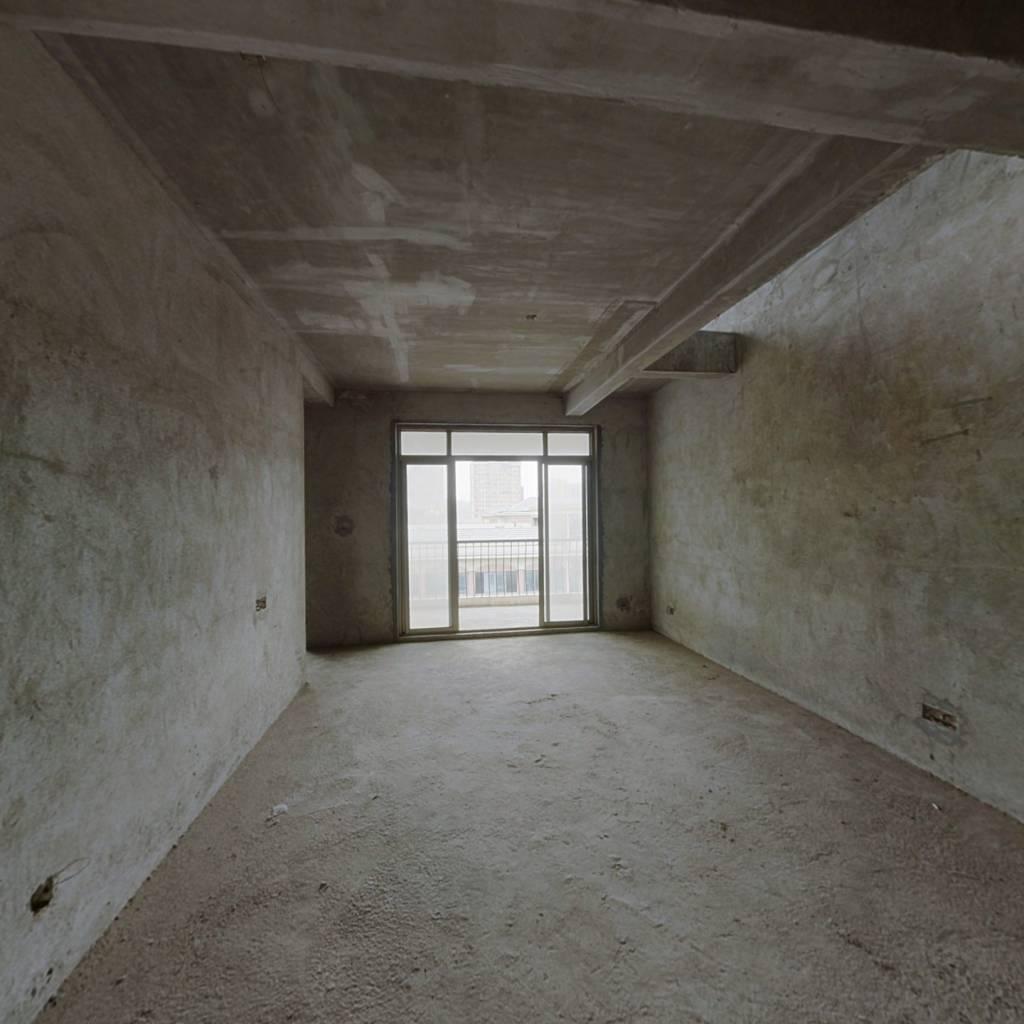 碧桂园山湖城,别墅里的洋房带阁楼露台,满二年唯一