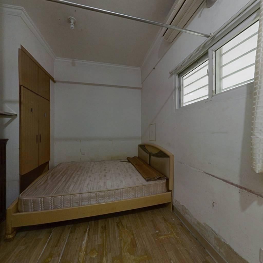 华洲家装市场 1室0厅 南 西南